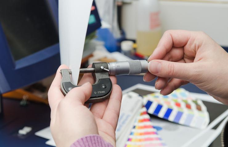 Für den Digitaldruck gilt es, das passende Papier zu wählen. (Bild: frankdaniels - fotolia.com)