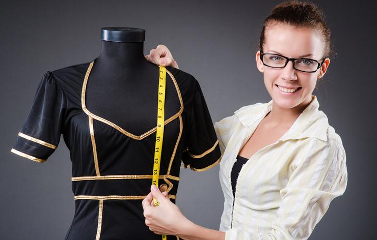 Mit der Nähmaschine lässt sich Masskleidung kreieren. (Bild: © Elnur - fotolia.com)