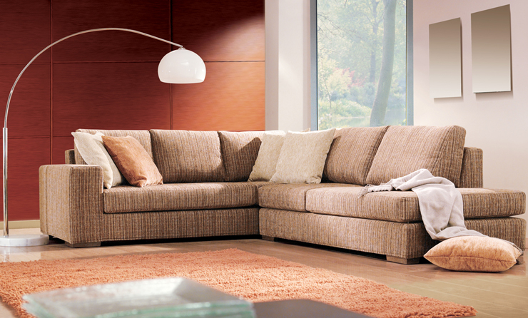 Herrlich relaxen auf der Polstergruppe. (Symbolbild: @ Room27 - shutterstock.com)