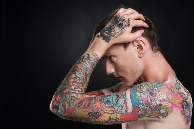 Will man ein Tattoo entfernen, ist professionelle Hilfe gefragt. (Bild: © BlueSkyImages - fotolia.com)