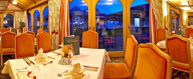 Das Kinderhotel Alpenrose bietet erholsame Familienferien. (Bild: hotelalpenrose.at)