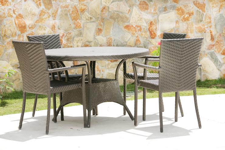 Rattanmöbel sind auch als Gartenmöbel sehr gut geeignet. (Symbolbild: © dacasdo - fotolia.com)