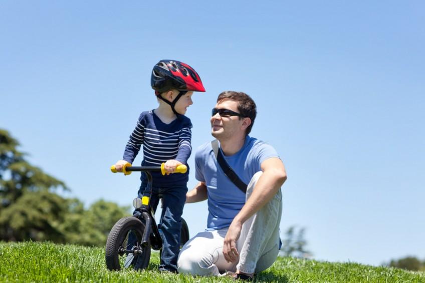 Mit dem Laufrad unterwegs: Passende Spielwaren und schönes Spielzeug für Kinder finden